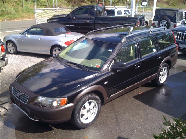 2001 Volvo V70 XC AWD A SR 5dr Wgn AWD Turbo , available for sale in West Babylon, NY