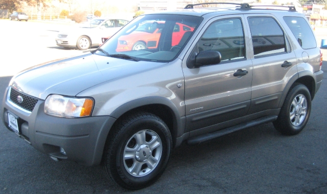 2001 Ford Escape 4dr  XLT 4WD, available for sale in Danvers, MA