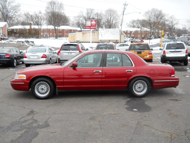 1999 Ford Crown Victoria 4dr Sdn, available for sale in W Springfield, MA