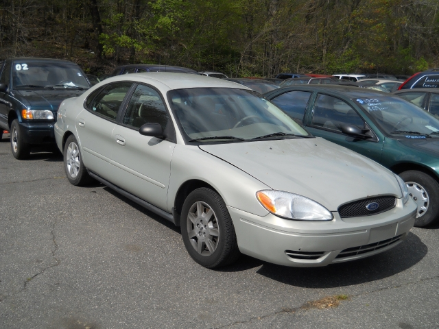 Used Ford Taurus 4dr Sdn SE 2005