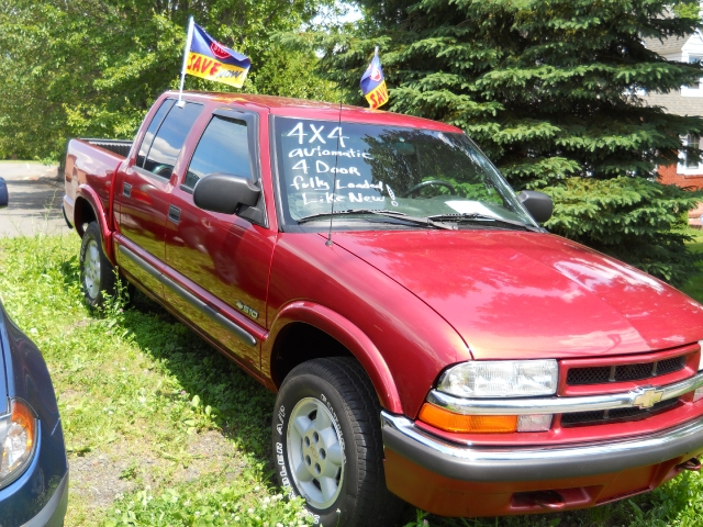 "Used Chevrolet S-10 Crew Cab 123"" WB 4WD LS 2001"