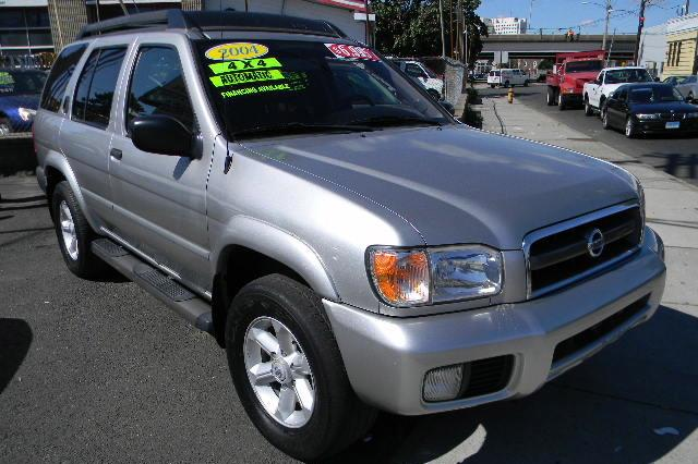 Used Nissan Pathfinder SE 2004