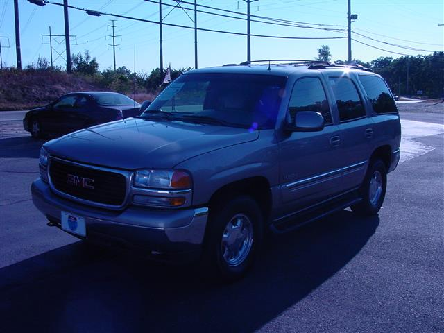 Used 2002 GMC Yukon in Shrewsbury, Massachusetts
