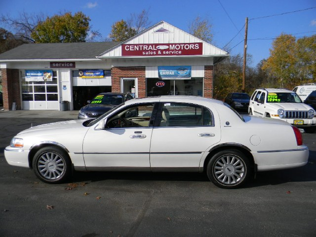 Used Lincoln Town Car 4dr Sdn Signature Premium 2003